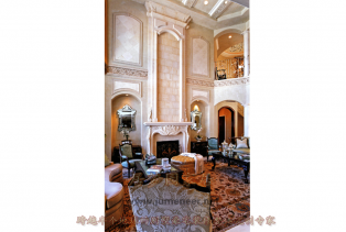 常见的壁炉、罗马古柱等古典元素随造型护墙板一道,成为新古典风格的点睛之笔 高雅而和谐是新古典风格的代名词 白色与装修装饰相糅合,在视..