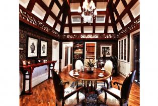 东南亚风格:是一个结合东南亚民族岛屿特色及精致文化品位相结合的设计。广泛地运用木材和其他的天然原材料,如藤条、竹子、石材、青铜和黄..