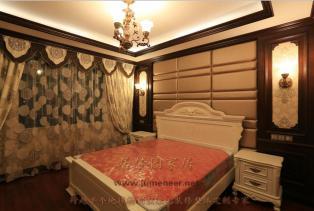 法式风格卧室装修效果图,庄重大方、典雅气派,充分彰显主人之高贵身份与地位。布局上突出轴线的对称,恢宏的气势,豪华舒适的居住空间。