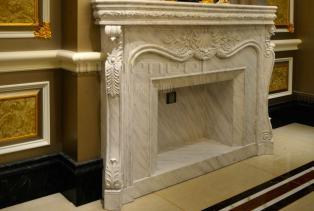壁炉在以前是在室内靠墙砌的生火取暖的设备。现在基本都是用于高端别墅豪宅风格装修中多用于来做背景墙的配饰及置放物品。分为:美式壁炉、..
