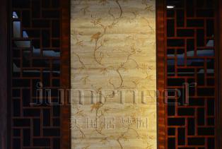 新中式建筑装饰材料以木质为主,讲究雕刻彩绘、造型典雅,经过工艺大师的精雕细刻,每件作品都有一段精彩的故事 色彩以深色沉稳为主,更好的表..